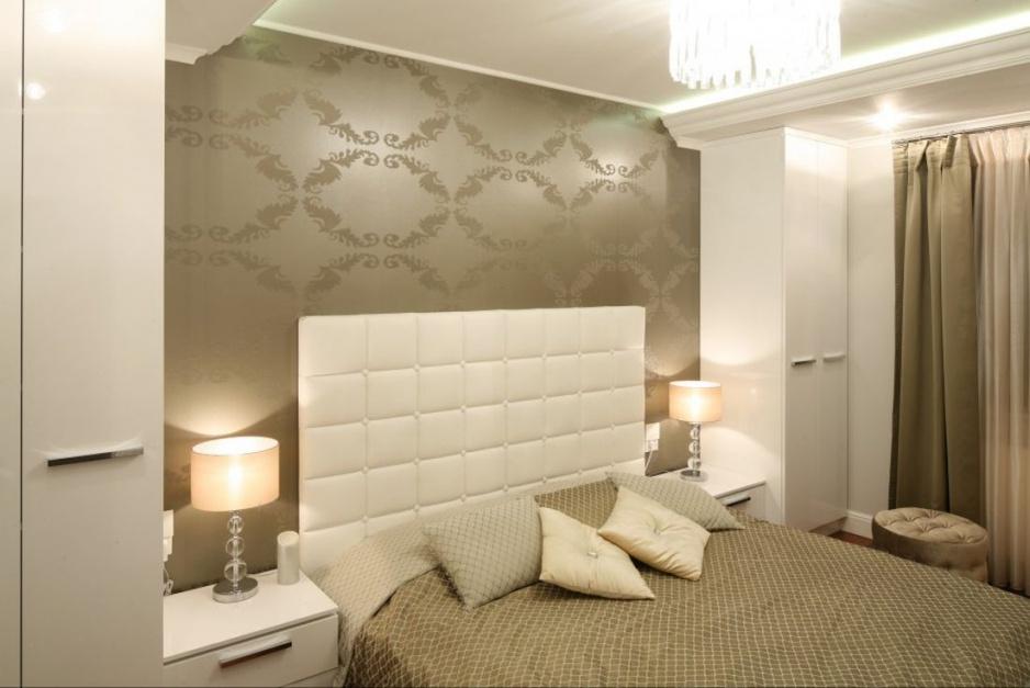 Tapeta w złotym kolorze...  Mała sypialnia. Tak możesz ją ...