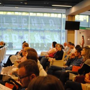 Spotkanie z architektami oraz projektantami wnętrz w ramach Studia Dobrych Rozwiązań odbyło się w centrum konferencyjnym – z widokiem na trybuny stadionu - PGE Arena Gdańsk.