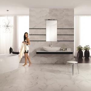 Jak prawdziwy marmur Carrara – płytki ceramiczne z katalogu marki Opoczno. Fot. Opoczno.