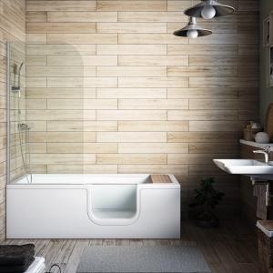 Szklane drzwi w boku wanny ułatwiają wchodzenie i wychodzenie - wanno-kabina Combo firmy VitrA. Fot. VitrA.