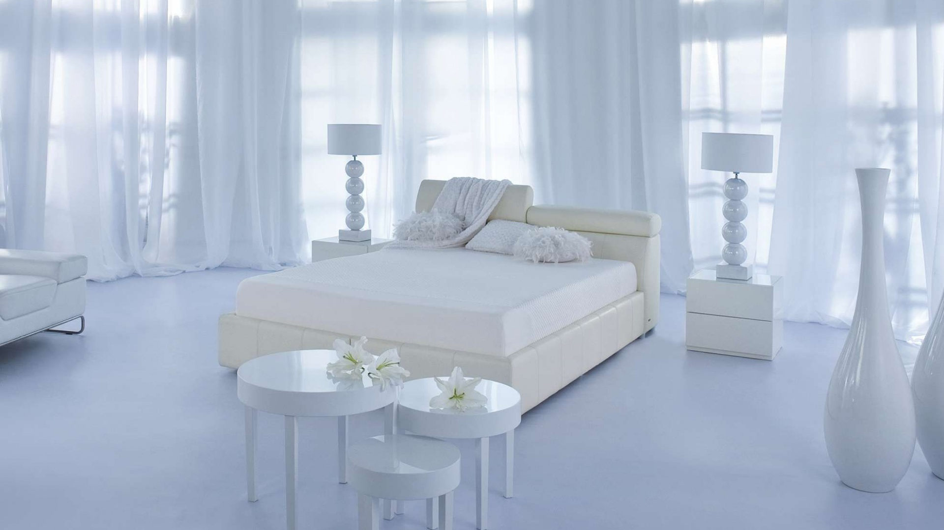 Łóżko Milonga marki Kler to elegancki mebel w skórzanej oprawie, który nada każdej sypialni stylu i charakteru. Ciekawym elementem łóżka jest regulowany zagłówek. Fot. Kler.