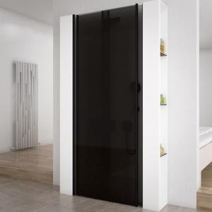 Czarne szkło przez które trudno dostrzec wnętrze kabiny - drzwi prysznicowe Secret Zone firmy VitrA. Fot. VitrA.