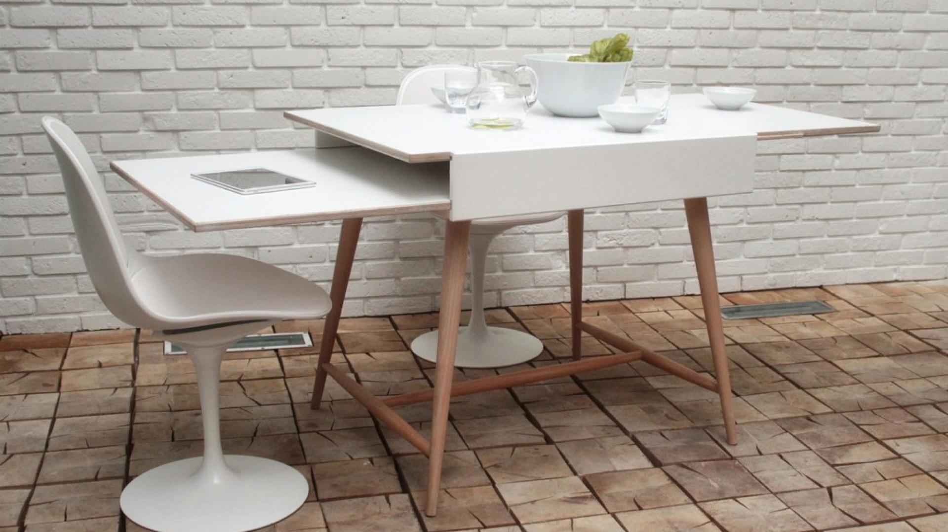 Dolny blat jest szczególnie przydatny w ograniczonych przestrzeniach mieszkalnych, gdzie jednym ruchem można ukryć coś we wnętrzu stołu. Projekt powstał przy współpracy Joanny Walkowiak i Wojciecha Szczupak z firmą Ragaba. Fot. Materiały prasowe