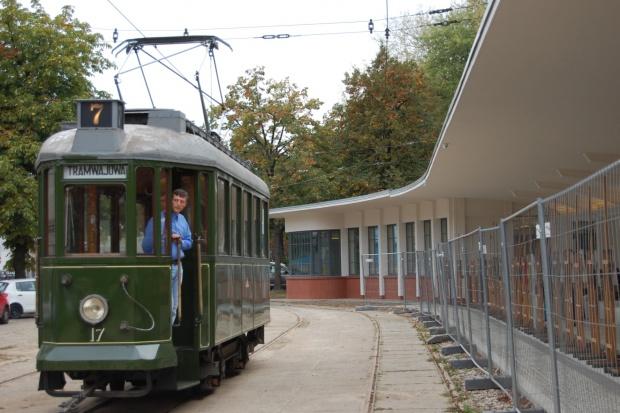 """Otwartonową siedzibę Łódzkiej Okręgowej Izby Architektów. Uroczystość odbyła się 18 września. Ekspozycję z produktami można było obejrzeć w zabytkowej pętli tramwajowej przy ul. Północnej w Łodzi, zwanej """"Przystankiem Architektury�"""
