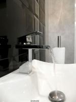 Wnętrze toalety męskiej na piętrze - detal