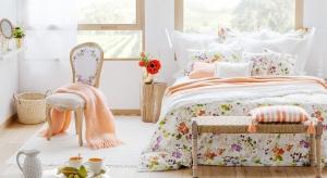 Warto zaprosić wiosnę do sypialni i nadać jej świeżości po zimie. Tym bardziej, że można to zrobić przy niewielkim nakładzie finansowym. Zobacz jak!<br /><br />