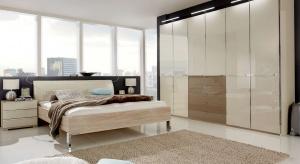Elegancka sypialnia charakteryzuje się wyszukanym wzornictwem i stylowymi dodatkami. Zobaczcie wyjątkowe kolekcje mebli do sypialni.