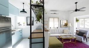 Stare, nieduże mieszkanie poddano gruntownemu remontowi. Powstało jasne wnętrze pełne światła.