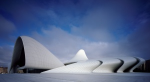 W pracowni Zaha Hadid Architects powstał niezwykły projekt Centrum Hejdara Alijewa w Baku, które pełni funkcję głównego obiektu kulturalnego Azerbejdżanu. W Centrum można obcować z tradycyjną i współczesną kulturą azerską. Londyńskie Muze