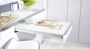 Zjednej strony przytulna, gdzie zawsze można mieć wszystko na wyciągniecie ręki, zdrugiej strony ograniczona niewielką powierzchnią. Jak urządzić funkcjonalnie małą powierzchnię, aby kuchnia była przyjazna iergonomiczna?