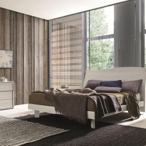 Kolekcja SMA Cloud wyróżnia się ciepłym rysunkiem drewna. Pojemna komoda oraz stoliki nocne zapewniają dużo miejsca do przechowywania. Fot. Go Modern Furniture.
