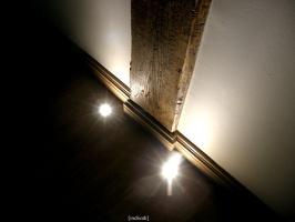 hol główny dla firmy ROLŁAJSY  - detal podświetlenia oryginalnych elementów konstrukcyjnych obiektu