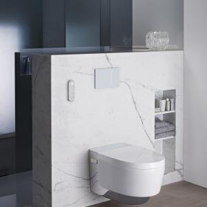Toaleta z funkcją bidetu Aqua Clean Mera Geberit rozpoznaje użytkowników, suszy, usuwa nieprzyjemne zapachy. Ma podgrzewaną deskę, oświetlenie, automatyczne otwieranie pokrywy. Fot. Geberit.
