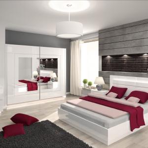 Sypialnia Linda dostępna jest w kolorze białym lub czarnym, w połysku. Wyróżnia się prostą linią. Fot. Prospero.