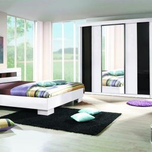 Meble do sypialni Dublin. Zestaw składa się z trzydrzwiowej szafy przesuwnej 212 cm, dwóch szafek nocnych, komody małej oraz łóżka. Fot. Meblosiek.