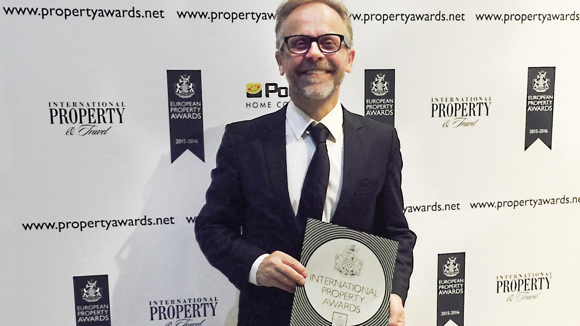 Mirosław Nizio podczas rozdania nagród International Property Awards. Finał konkursu i wręczenie nagród odbyło się 22 września w Londynie. Fot. Materiały prasowe