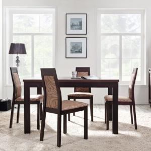 Kolekcja Marocco to meble w pięknym, ciemnym kolorze mahoniowym połączonym z klasycznym wenge. Krzesła towarzyszące stołowi są tapicerowane wzorzystą tkaniną w złotawym kolorze, a drzwiczki zdobią stylizowane uchwyty w kolorze złota. Fot. Black Red White.