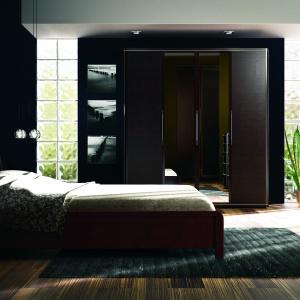 Piagio to sypialnia wykonana z litego drewna. Bryły są małych rozmiarów, kolekcja sprawdzi się więc w małych wnętrzach. Fot. Bogatti.