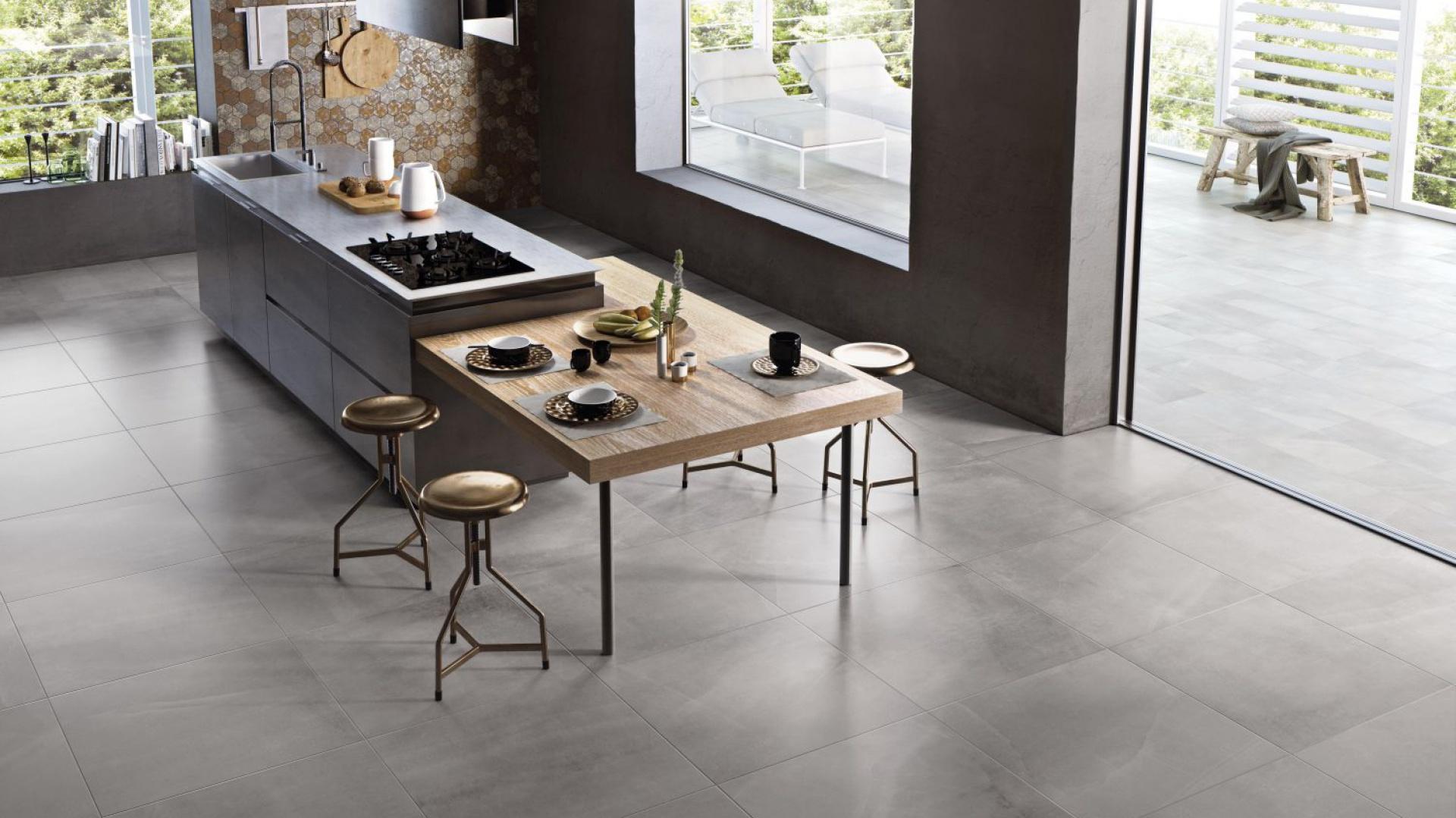 Płytki All Grey z kolekcji All Over w satynowym wykończeniu, delikatnie cieniowane, przeznaczone zarówno do wnętrz, jak i na zewnątrz. Fot. Ceramiche Supergres.
