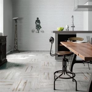 Muretto Decoro Bianco to płytki na ścianę, które nie tylko wyglądają jak biała cegła, ale mogą również być ozdobione ciekawymi dekorami, wyglądającymi jak sztuka uliczna. Fot. Ceramiche Settecento.