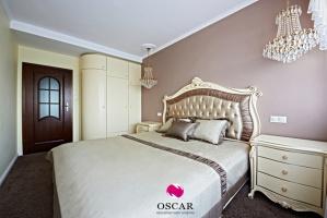 Pałacowa sypialnia w świetle poranka