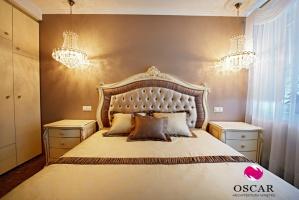 Pałacowa sypialnia - wezgłowie łóżka w pełnej odsłonie