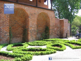 ARLAN Architekci Krajobrazu - realizacja: Hotel 1231, Toruń - widok na część geometryczną założenia, nawiązującą do ogrodów zamkowych i klasztornych