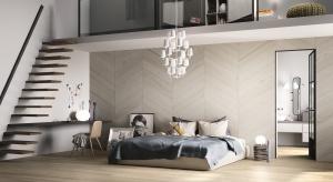 Płytki ceramiczne i kamienne odważnie wkraczają do wnętrza sypialni. Nie tylko jako wykończenie podłogi - najnowsze trendy przekonują, że są świetną ozdobą ściany.