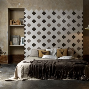 Płytki ceramiczne mogą radykalnie zmienić sypialnię. Nie tylko nadają jej styl, ale też podkreślają walory wnętrza, bądź tuszują mankamenty. Fot. Prodotti.