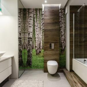 Parawan nawannowy to praktyczne rozwiązanie do łazienki w każdym stylu. Projekt: Joanna Morkowska-Saj, Aleksandra Nowakowska. Fot. Foto&Mohito.