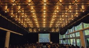 Atrakcyjna formuła konkursu, na którą składają się wykłady, warsztaty i konsultacje z mistrzami architektury, a także ekspertami budowlanymi przyciąga setki osób. W tym roku zgłoszono około 600 projektów, z których zostaną wyłonieni laurea