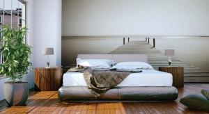 Jak urządzić sypialnię trendy i nietypowo? Najlepiej tapetą z zapierającym dech widokiem lub najmodniejszym w sezonie motywem.