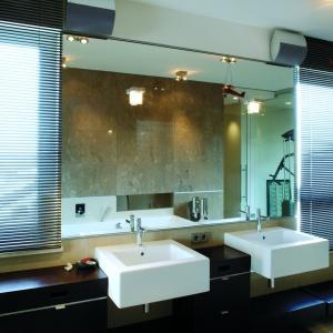 Z łazienki mogą jednocześnie korzystać dwie osoby i nie będą sobie przeszkadzały. Fot. Tomasz Markowski.
