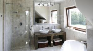 Aranżację wyróżniaja przede wszystkim stonowana, beżowa kolorystyka oraz klasyczne formy. Można się tu poczuć jak w domowym salonie SPA.