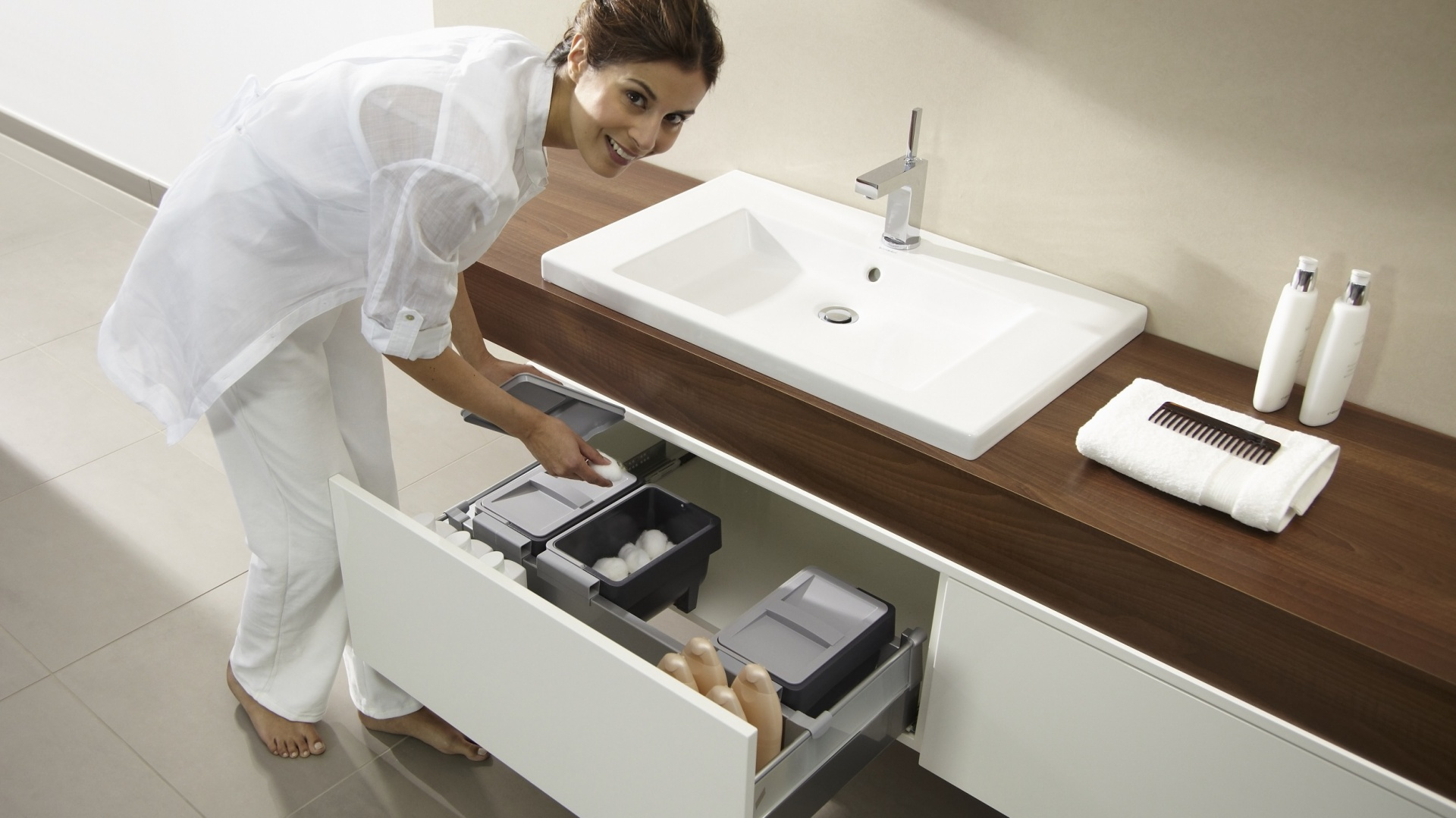 Przechowywanie W łazience Praktyczne Szafki Z Przegródkami