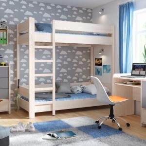 Łóżko piętrowe z kolekcji Rupi zachwyci z pewnością niejedno dziecko. Wysoka barierka zapewnia bezpieczeństwo podczas spania. Fot. Black Red White.
