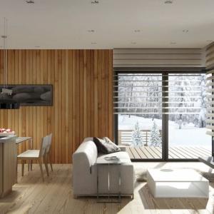 Drewno to doskonała propozycja do wnętrz urządzonych w stylu skandynawskim. Fot. Pixers.
