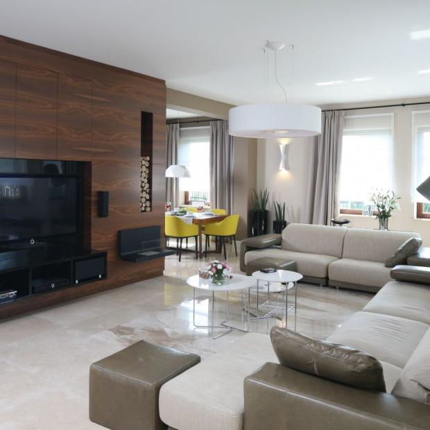 Ściana z telewizorem. 12 nowoczesnych rozwiązań