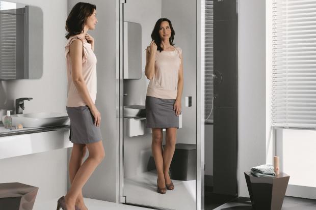 Kabiny z lustrami. 12 modeli powiększających łazienkę