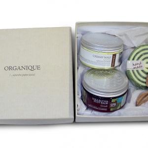 Do wygranie w konkursie są także dwa zestawy kosmetyków Organique VIP: grecki balsam shea, pianka grecka 100 ml, mydło double scroll grecki. Fot. Roca.