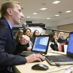 O możliwościach wykorzystania programów komputerowych firmy CAD Projekt K&A w pracy architekta i projektanta wnętrz mówił Marcin Pietrzyk.