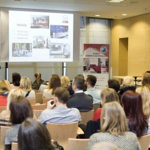 Paweł Lewandowski opowiada o ofercie firmy Home Image. W jej ofercie są m.in. meble kuchenne.