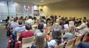 Trendy łazienkowe, kuchenne i salonowe. Prezentacje produktów oraz rozmowy o projektowaniu i urządzaniu wnętrz. W kolejnej edycji Studia Dobrych Rozwiązań w Warszawie udział wzięło ok. 80 architektów i projektantów wnętrz.