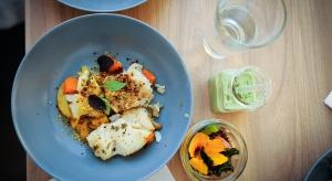To pomysł na lekkie danie obiadowe z dorsza. Marchewka karmelizowana jest pyszna. Można ją potraktować jako przystawkę także do innych potraw.
