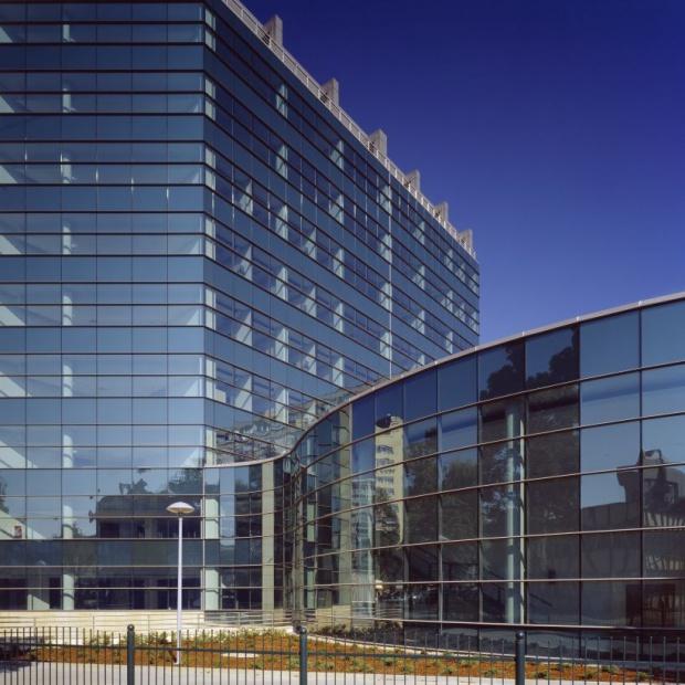 Szkło w obiektach akademickich – aktualny trend architektoniczny
