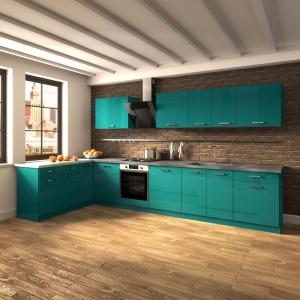 Propozycja dla odważnych: fronty kuchenne polakierowano turkusowym lakierem w wysokim połysku. Fot. Ruck Zuck, kuchnia Pamela.