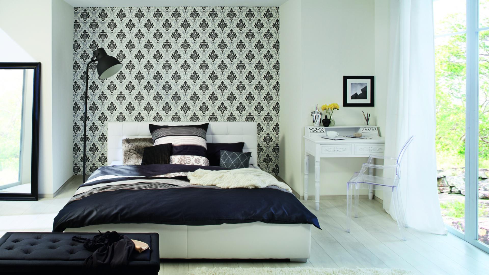 ściana W Sypialni A Może Tapeta