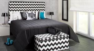 Łóżka z tapicerowanym zagłówkiem posiadają wiele zalet. Nie tylko pięknie ozdabiają wnętrze sypialni, są także bardzo funkcjonalne.
