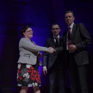 Nagrodę w kategorii łazienka odbiera Marek Piosik - Dyrektor Kaldewei Polska. Fot. Piotr Waniorek.