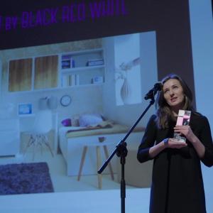 Nagrodę w kategorii przestrzeń dziecka odebrała Julita Podsada-Niemiec, specjalista ds. marketingu, marka Black Red White. Fot. Piotr Waniorek.